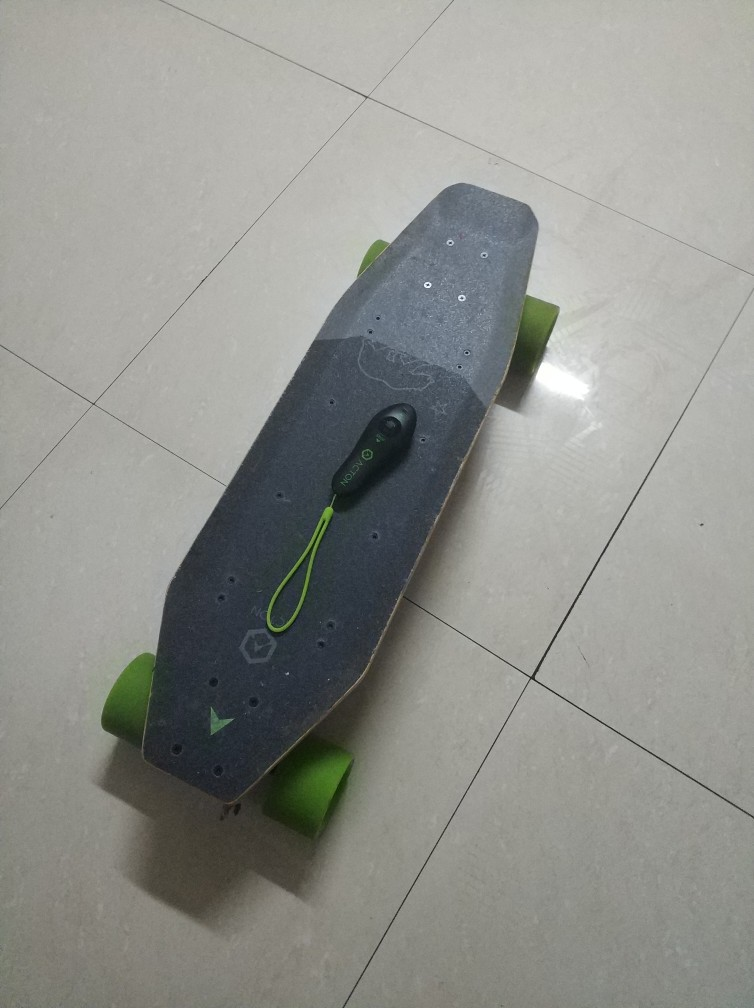 Xiaomi ACTON Smart Electric Skateboard Telecomando wireless Omnidirezionale LED Light Group 12KM Endurance - Grigio + Verde